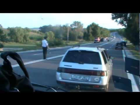 Accident și mașină arsă pe traseul Chișinău-Hâncești