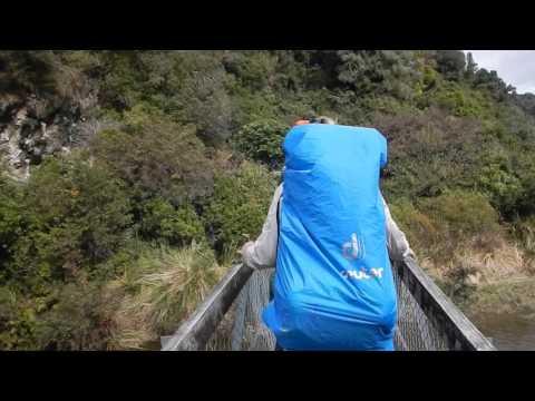 Ponte desaba com turistas franceses na Nova Zelândia