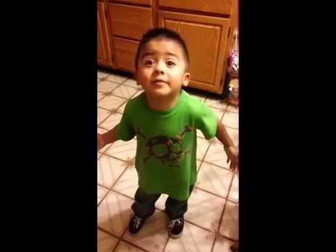 Cậu bé 3 tuổi nổi tiếng với màn tranh luận như người lớn