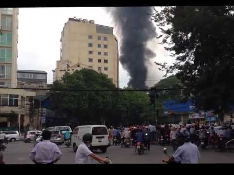 Cháy lớn ở Cây xăng Quân đội phố Trần Hưng Đạo, quận Hoàn Kiếm, TP. Hà Nội