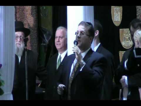 Shloime Dachs Sings Mi Adir At A Chupa (Great Accoustics).mp4