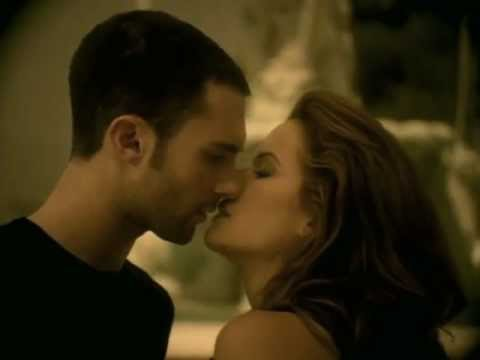 Maroon 5 - She Will Be Loved (LYRICS)