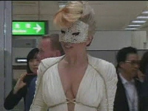 Video Arrival of Lady Gaga in South Korean Airport