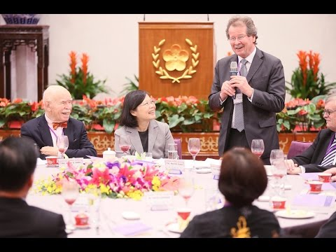 President Tsai hosts a luncheon for reviewers for Second National Reports of ICCPR and ICESCR