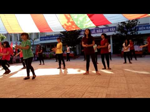 Flashmob Happy+What Makes You Beautiful - H2T