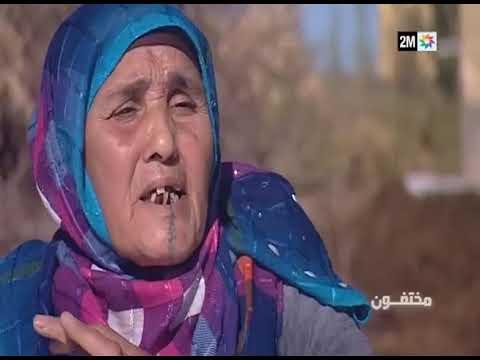 بدموع مؤثرة تحكي هذه الأم المغربية حكاية ابنها الذي اختفى في ليبيا