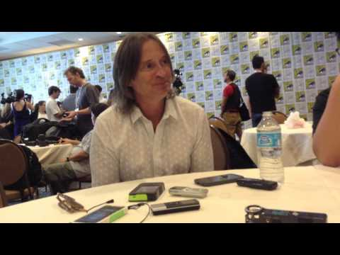 Robert Carlyle Talks ONCE UPON A TIME S3, Neverland, Peter Pan, Belle & Rumple & More at Comic-Con