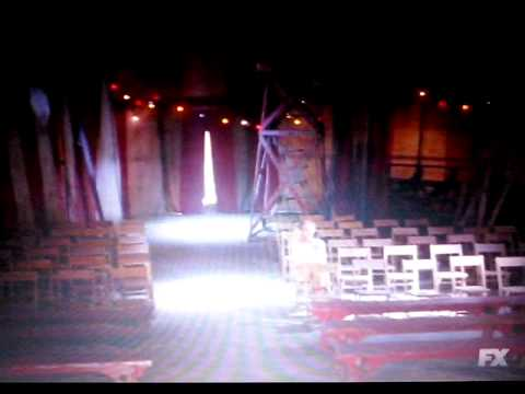 AHS - Freakshow - Evan Peters sings 'Come as you are' - Nirvana