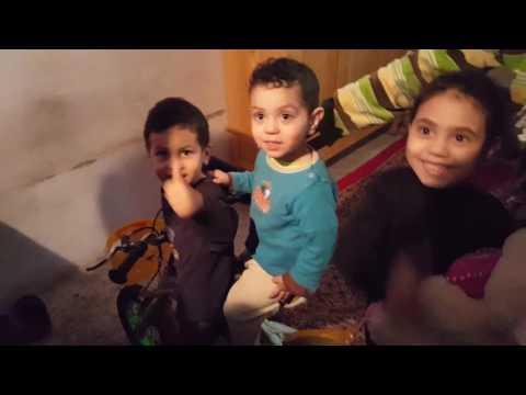 بالفيديو مشهد يدمي القلب لعائلة تسكن الطابق تحت أرضي للسكن الشعبي بامزورن