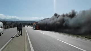حافلة سياح لنقل الركاب تحترق في الطريق الرابط بين تطوان طنجة |