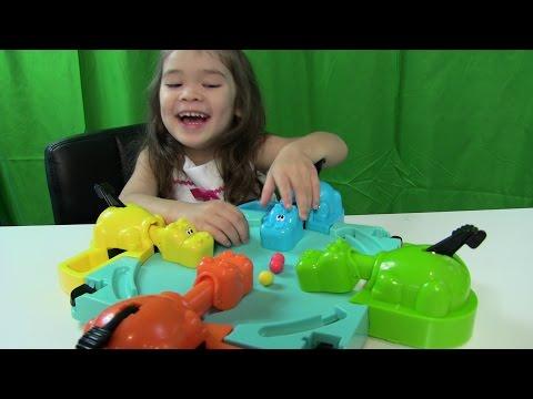 Bé Peanut Thi Câu Cá Cùng Chị Bí Đỏ & Hungry Hungry Hippo Game Toys