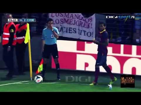 Racist Fan Throws Banana to Dani Alves !