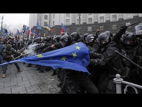 Ukraine: more clashes in Kyiv as protests continue against suspension of EU trade talks