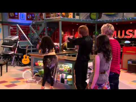 Dez and Trish dancing - Austin & Ally S01 E01 (HD)