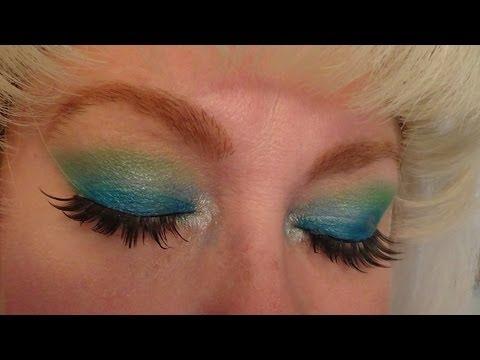 Maquillaje: Azul y verde.