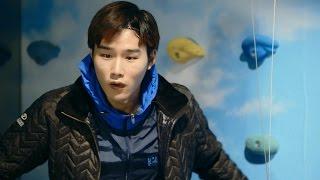 Toko north face di korea memberikan jaket gratis bagi yang bisa manjat dan lompat