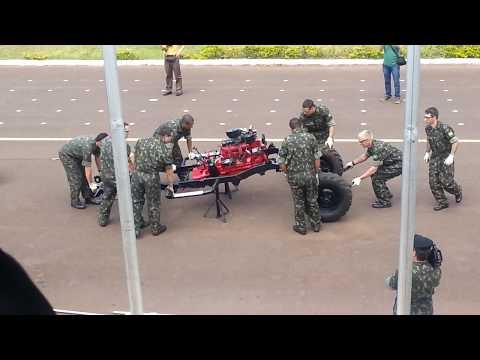 Desmontagem e montagem do jeep willys em 5,5 min pelo 15º B Log