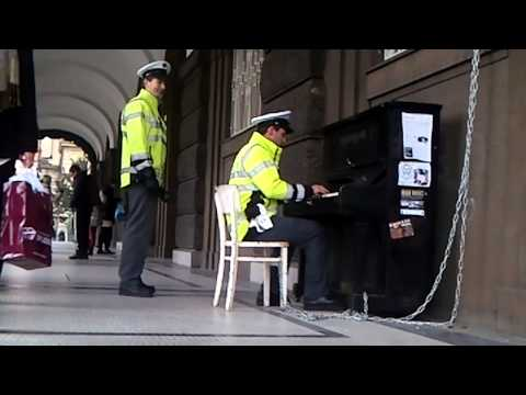Piano playing Plod pleases Prague