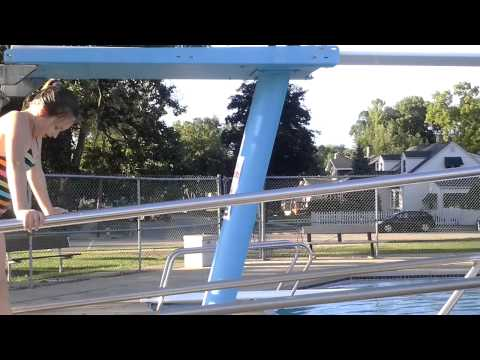 Hình ảnh trong video Im doing a cannon ball in the swimming pool!