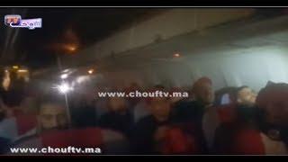 في سابقة من نوعها ..ربان طائرة الخطوط المغربية يدخل على خط المباراة الحاسمة للمنتخب المغربي أمام الكوت ديفوار في قلب الطائرة |