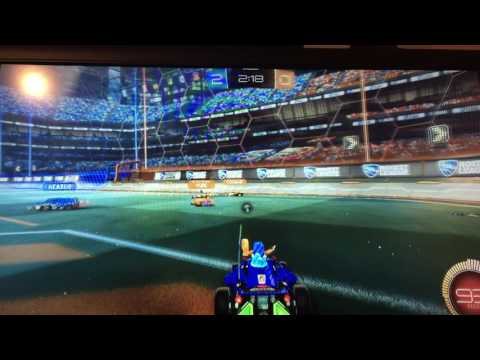 Rocket League Gameplay EP.1 {CRAZY BALL!!!!}