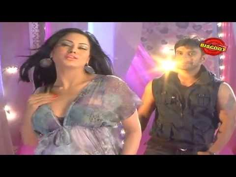 Veena Malik rehearsing on the sets of Dirty Picture: Silk Sakkath Maga