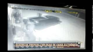 C�mera de seguran�a registra a��o de bandidos que explodiram caixa eletr�nico