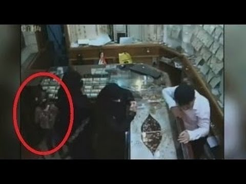 Girl Helps Her Mother To Rob Jewellery Store, Arab Woman And Daughter Steal Jewellery Saudi Arabia