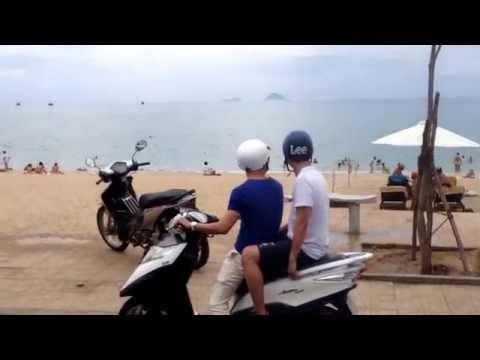 Gái Nga mặc Bikini độc chiếm bãi biển Trần Phú- Nha Trang