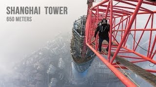 Au urcat pe Shanghai Tower (650 metri)