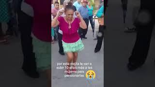 Linda señora bailando con el alma