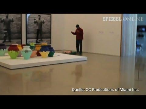 Millionen-Dollar-Vase zerstört: Protestaktion in Ai Weiwei-Ausstellung