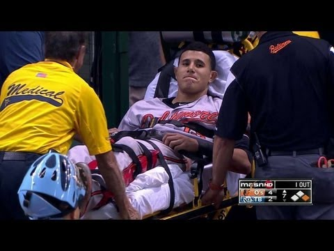 Machado injures knee, exits on stretcher
