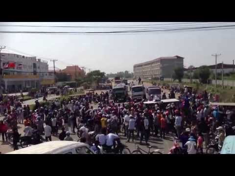 Khmernewstime - Garment Workers Strike on the National Road No.4