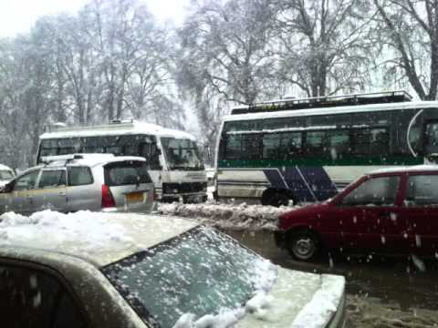 snow fall down in sirinagar