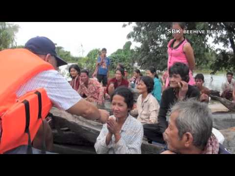 Mr. Mam Sonando help peoples in Kampong Cham - Part 1