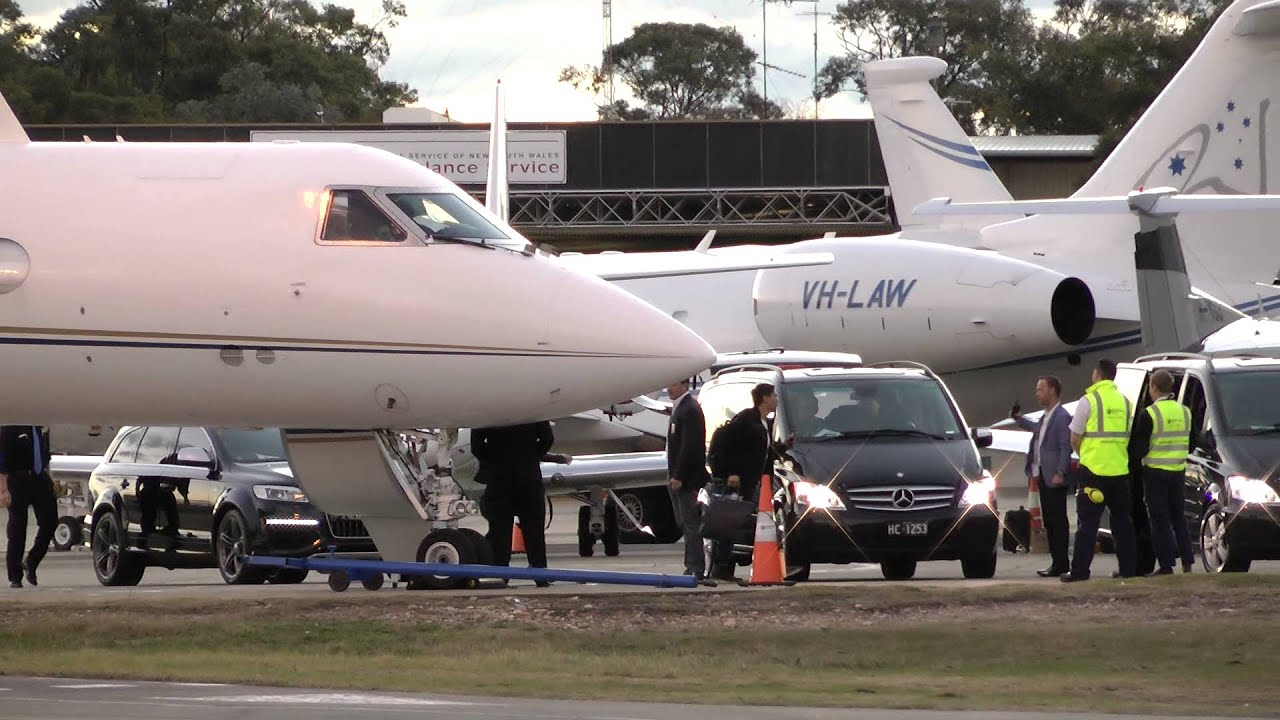 Lady Gaga39s Private Jet  Sydney Airport  YouTube