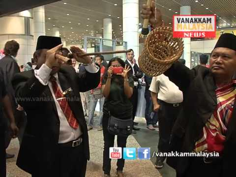 Bomoh in KLIA trying to locate MH370