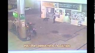 C�meras de seguran�a flagram assalto a posto de combust�veis em Tr�s Cora��es