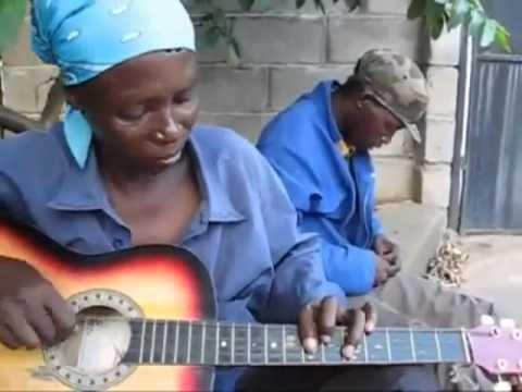 Chơi Guitar cực đỉnh kiểu Châu Phi - Guitar - DanGuitar.Vn