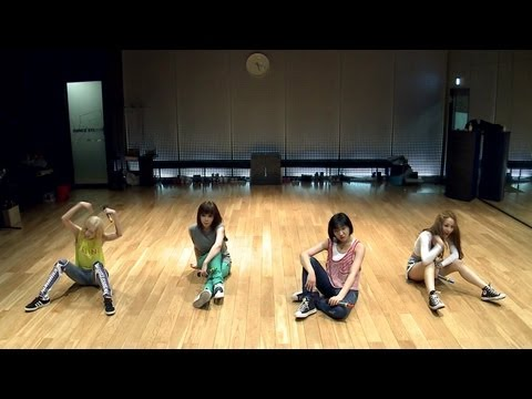 "2NE1 - ""FALLING IN LOVE"" Dance Practice (안무연습), 2NE1 NEW SINGLE [FALLING IN LOVE] ▶ iTunes: http://smarturl.it/2NE1FallingInLove ▶ eBay: http://stores.ebay.com/YG-Entertainment ▶ YG-eshop: http://www.ygesh..."