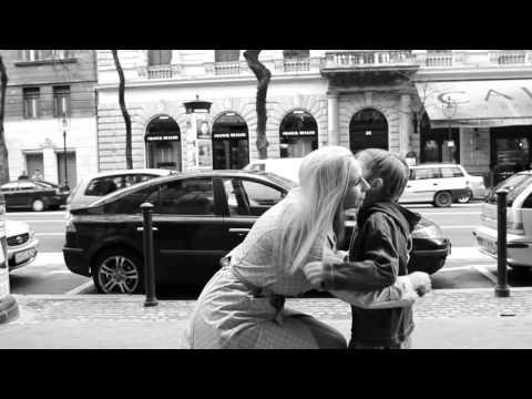 Plastikhead feat. Gáspár Laci - A szeretet él