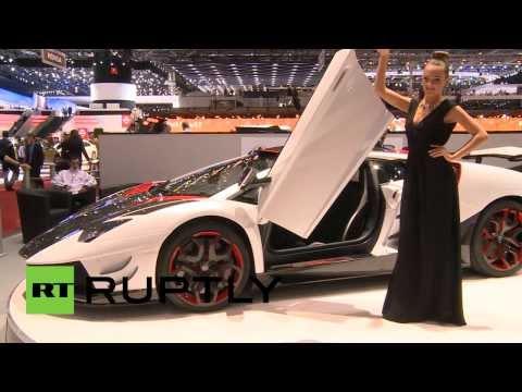 حسناوات تنافسن جمال السيارات في معرض جنيف