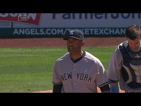 NYY@LAA: Mo fans Pujols with sacks jammed to end game
