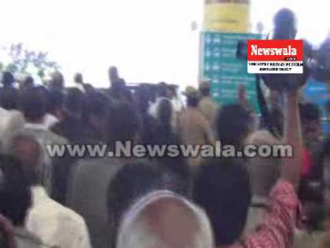 Gulam Nabi Azad received by Botsa Satyanarayana at Shamshabad Airport