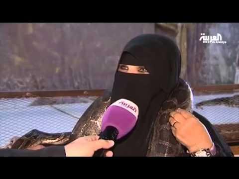 سيدة تلجأ لطريقة خطيرة لكسب لقمة العيش في السعودية