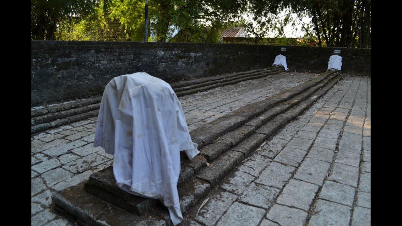 Astaga, ada Makam Panjang 9 Meter di Gresik http://www.youtube.com/watch?v=gl-UY9_oFw0