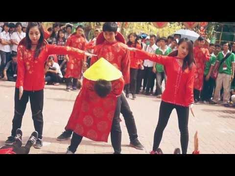 [Xuân Tình Nguyện] Sinh viên Ngoại Thương nhảy flashmob đón Tết