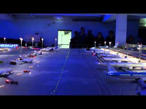 Flughafen Knuffingen, o aeroporto mais pequeno do Mundo! Um verdadeiro aeroporto-brinquedo!