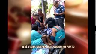 Vendedora que ajudou em parto reencontra beb� que nasceu na rua em BH